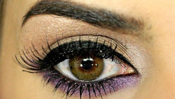 Maquiagem com esfumado marrom e linha d´agua roxo