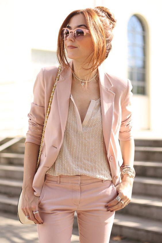 Look monocromático  Rosa Millennial