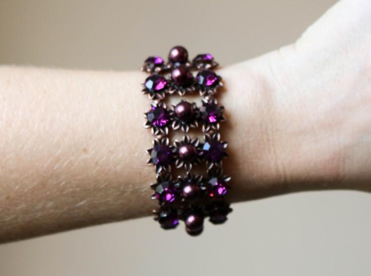 Pulseira/Bracelete com pérolas e strass roxo