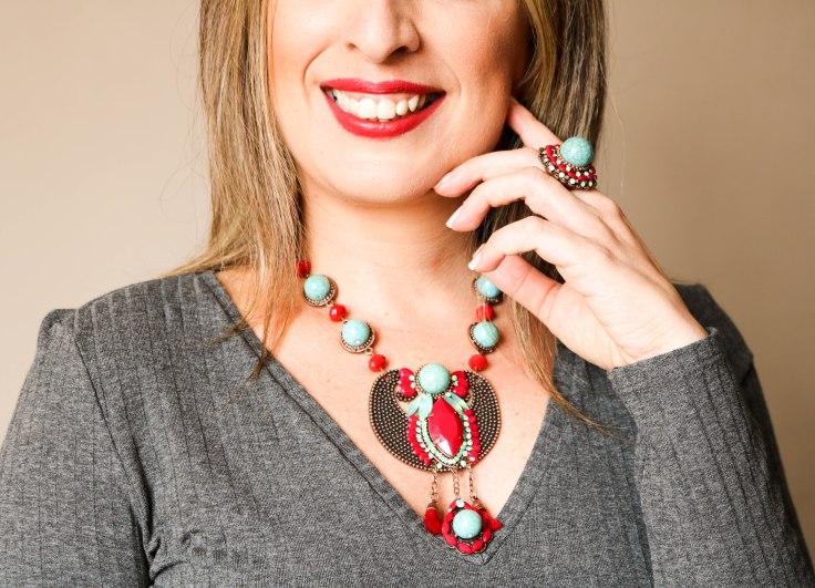 Colar boho chic com pedras naturais turquesa e vermelho. | Conjunto anel e par de brincos com pedras naturais