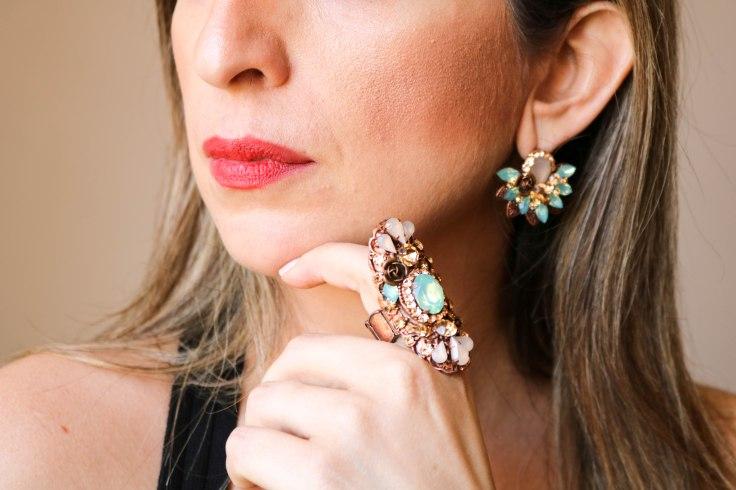 Conjunto anel e par de brincos com pedras naturais azul e nude