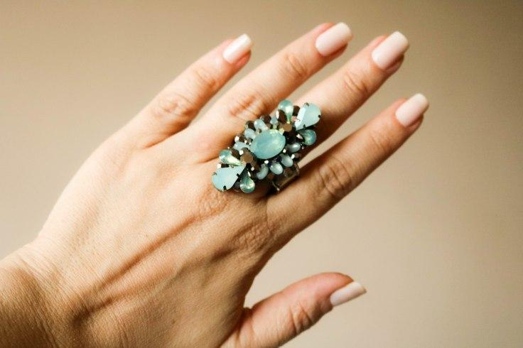 Maxi anel com strass e pedra azul turquesa