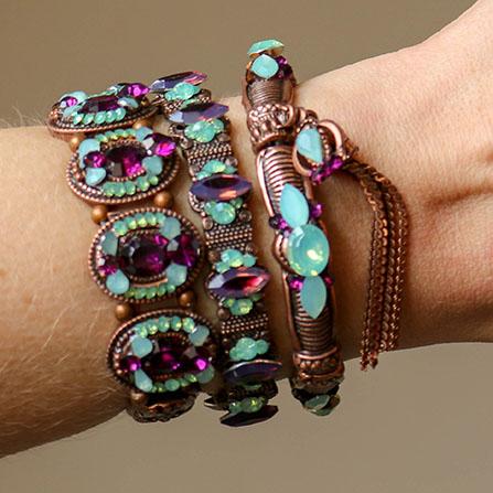 Mix de pulseiras com pedras violeta e azul