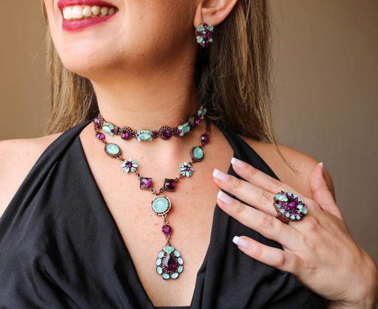 colar Choker pulseira maxi anel e briinco com pedras roxa e azul