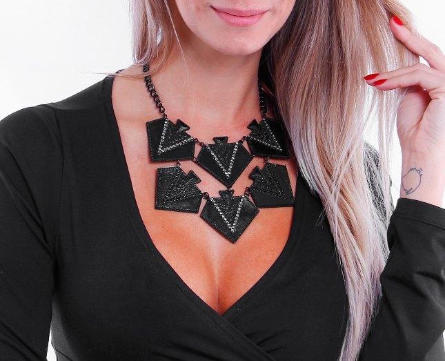Maxi colar preto com delalhes prateados e preto