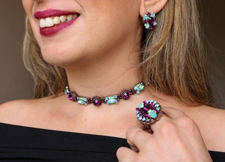 Choker azul turquesa e roxo, brinco azul e roxo e maxi anel azul e roxo