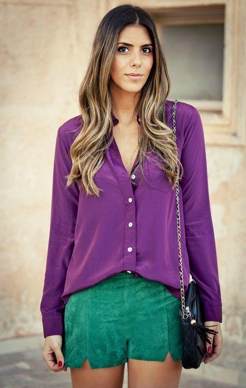 blusa roxa com shorte verde