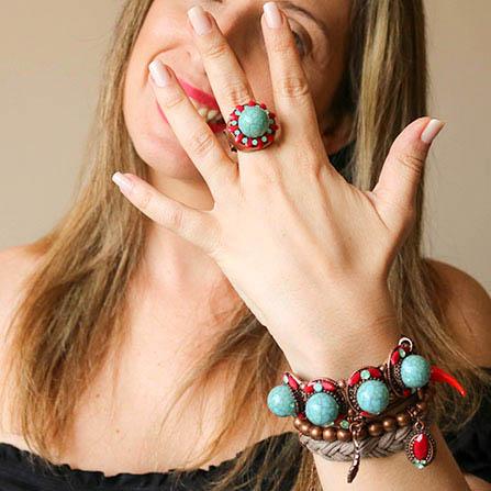 Mix de pulseiras boho chic turquesa e vermelho: