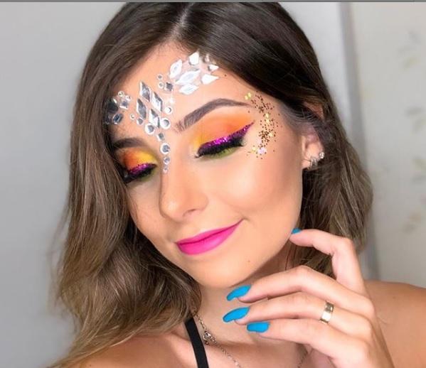Fantasia carnaval 2019  com o tema neon.