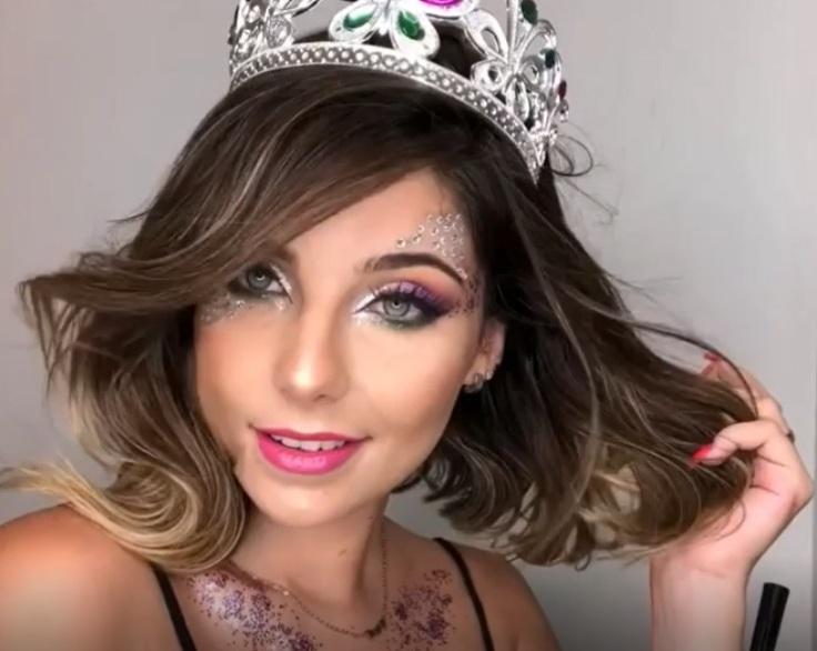 Fantasia de carnaval com o tema  princesinha por Aline Araujo