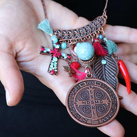 Significado da parte de trás da medalha milagrosa são bento